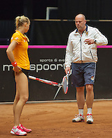 The Netherlands, Den Bosch, 16.04.2014. Fed Cup Netherlands-Japan, Practice, Arantxa Rus (NED) and coach Raymond Knaap (NED)<br /> Photo:Tennisimages/Henk Koster