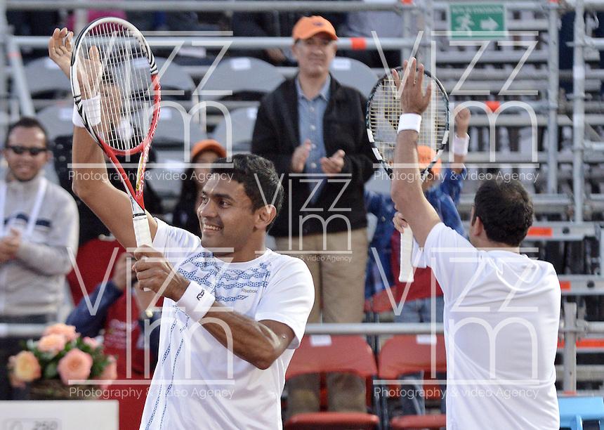 BOGOTÁ -COLOMBIA. 20-07-2013. Purav Raja (IND)(I)/ Dijiv Sharan (IND)(D) celebran tras ganar el juego contra Edouard Roger-Vasselin (FRA)/Igor Sijsling (HOL) en dobles en final del ATP Claro Open Colombia 2013 realizado hoy en el Centro de Alto Rendimiento en la ciudad de Bogotá. La pareja de indues ganaron en el torneo ATP tour 250 en la categoría de dobles. / Purav Raja (IND)(L)/ Dijiv Sharan (IND)(R) celebrate after winning the match against Edouard Roger-Vasselin (FRA)/Igor Sijsling (HOL) on the final of the ATP Claro 2013 today at Centro Alto Rendimiento in Bogota city. The  hindu couple won the first place on the ATP tour 250 in doubles category. Photo: VizzorImage / Str