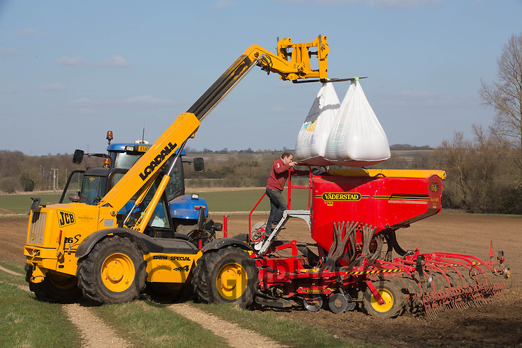 Drilling Spring Beans in Lincolnshire<br /> Picture Tim Scrivener 07850 303986