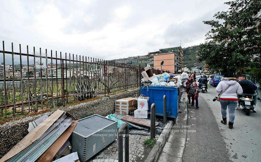 - NAPOLI 27 MAR  2014 -  Pianura raccolta differnziata via San Donato