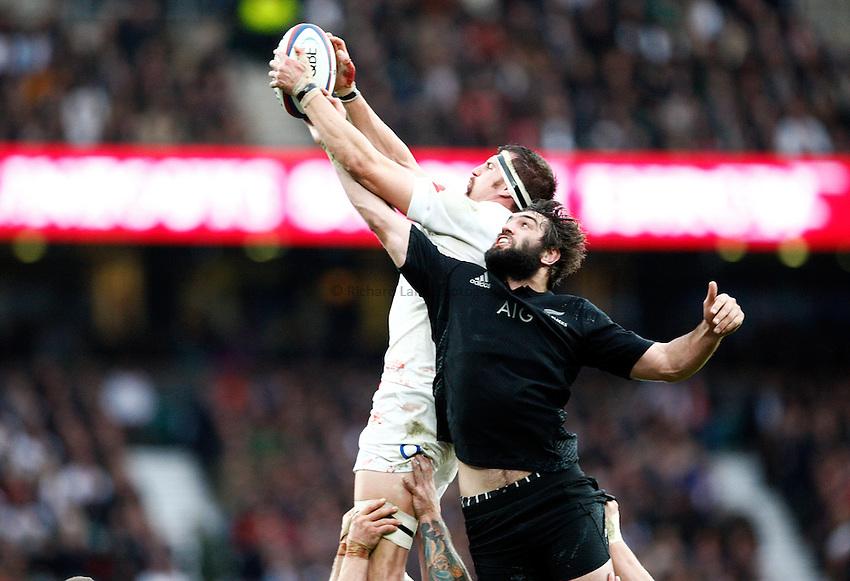 Photo: Richard Lane/Richard Lane Photography. England v New Zealand. QBE Autumn International. 08/11/2014. England's Tom Wood wins a line out as he is challenged by New Zealand's Sam Whitelock.