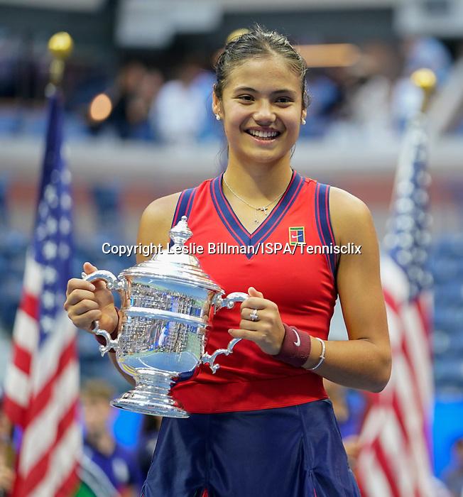 September  11, 2021:  Emma Raducanu (GBR) defeated Leylah Fernandez (CAN) 6-4, 6-3, at the US Open being played at Billie Jean King National Tennis Center in Flushing, Queens, New York / USA  ©Jo Becktold/Tennisclix/CSM/CSM