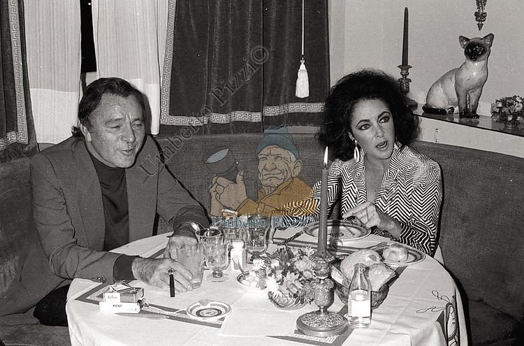 LIZ TAYLOR E RICHARD BURTON<br /> GRAND HOTEL ROMA 1970