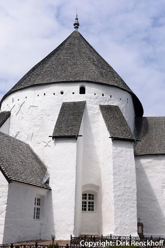 Romanische Rundkirche  Østerlars Kirke (12.Jh.) auf der Insel Bornholm, Dänemark, Europa<br /> Romanesque round church Østerlars Kirke (12.c.), Isle of Bornholm Denmark