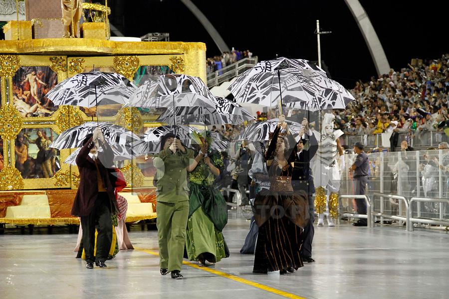 SÃO PAULO, SP, 04 DE MARÇO DE 2011 - CARNAVAL 2011 / UNIDOS DO PERUCHE - A escola de samba Unidos do Peruche, durante desfile do Grupo Especial na noite desta sexta-feira (4), no Sambódromo do Anhembi região norte da capital paulista. (FOTO: VANESSA CARVALHO / NEWS FREE).
