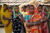 INDIA West Bengal, Dalit woman in village Kustora / INDIEN Westbengalen , Dorf Kustora , Dalit Frauen