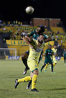 FLORIDABLANCA - COLOMBIA - 22 - 05 - 2016: Mauro Guevgeozián  (Der.) jugador de Atletico Bucaramanga disputa el balón con Andres Restrepo (Izq) jugador de La Equidad, durante partido entre Atletico Bucaramanga y La Equidad, por la fecha 19 de la Liga Aguila I-2016, jugado en el estadio Alvaro Gomez Hurtado de la ciudad de Floridablanca. / Mauro Guevgeozián  (R) player of Atletico Bucaramanga vies for the ball with Andres Restrepo (L) player of La Equidad, during a match between Atletico Bucaramanga and La Equidad, for the date 19 of the Liga Aguila I-2016 at the Alvaro Gomez Hurtado Stadium in Floridablanca city Photo: VizzorImage  / Duncan Bustamante / Cont.