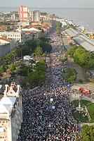 A imagem de Nossa Senhora de Nazaré é trazida dentro de um andor próximo a avenida presidente Vargas, uma das principais de Belém ao lado da baia do Guajará,  durante a maior procissão religiosa do país, que este ano conforme estimativas foi acompanhada por mais de 1,5 milhão de fiéis.<br /> 12/10/2008<br /> Belém, Pará, Brasil.<br /> Foto Paulo Santos/Interfoto