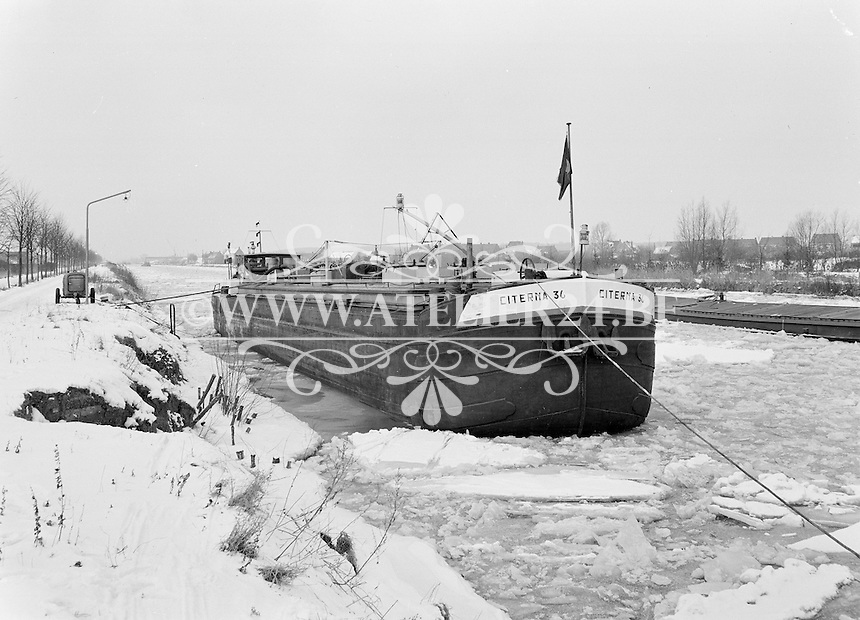 Februari 1963.  Binnenschip Citerna 36.