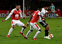 BOGOTÁ - COLOMBIA, 03-05-2018: José Moya (Izq.) y Carlos Arboleda (Cent.) jugadores de Independiente Santa Fe disputan el balón con Gonzalo Martínez (Der.), jugador de River Plate, durante partido entre Independiente Santa Fe (COL) y River Plate (ARG), de la fase de grupos, grupo D, fecha 5 de la Copa Conmebol Libertadores 2018, jugado en el estadio Nemesio Camacho El Campin de la ciudad de Bogota. / José Moya (L) and Carlos Arboleda (Cent.) players of Independiente Santa Fe vie for the ball with Gonzalo Martínez (R), player of River Plate, during a match between Independiente Santa Fe (COL) and River Plate (ARG), of the group stage, group D, 5th date for the Conmebol Copa Libertadores 2018 at the Nemesio Camacho El Campin Stadium in Bogota city. Photo: VizzorImage  / Luis Ramírez / Staff.