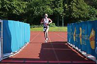 Jessica Lewerenz (Team Naunheim) kommt als Siegerin der Frauen ins Ziel - Mörfelden-Walldorf 18.07.2021: MoeWathlon
