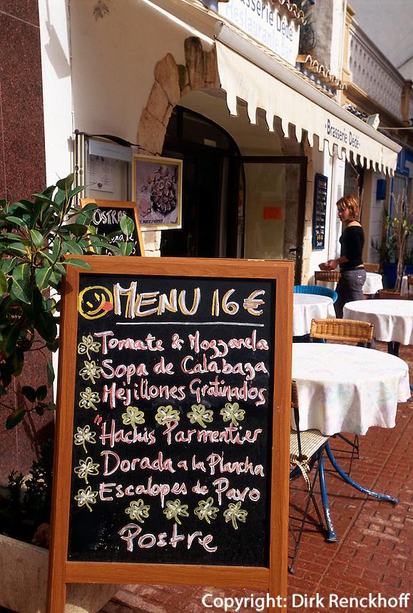 Spanien, Balearen, Ibiza, Speisekarte in Santa Eularia des Riu