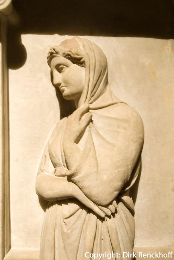 Türkei, Sarkophag der klagenden Frauen im archäologischen Museum (Archeoloji Müzesi)  in Istanbul,  der Sarkophag stammt aus der Nekropole Sidon im Libanon (4.Jh. v.Chr.)