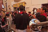 Europe/France/Aquitaine/64/Pyrénées-Atlantiques/Pays-Basque/Saint-Jean-de-Luz: Musiciens lors des Fêtes de la Saint-Jean - Rue de la République