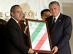 Felipe Calderon receives his acreditacion as President-elect by Congress President Jorge Zermeno at his campaign office, September 7, 2006.  © Photo by Javier Rodriguez