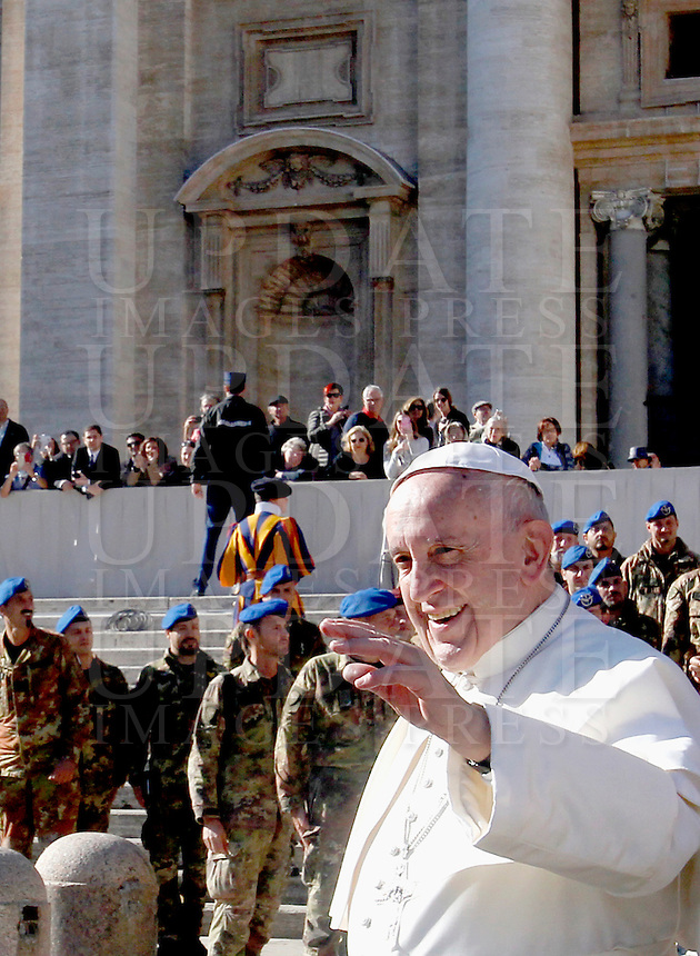 Papa Francesco al termine dell'udienza generale del mercoledi' in Piazza San Pietro, Citta' del Vaticano, 9 novembre 2016.<br /> Pope Francis waves as he leaves at the end of his weekly general audience in St. Peter's Square at the Vatican, 9 November 2016.<br /> UPDATE IMAGES PRESS/Isabella Bonotto<br /> <br /> STRICTLY ONLY FOR EDITORIAL USE