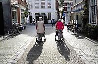 Nederland - Bergen op Zoom - 16 september 2018. Ouderen met rollator.  Foto Berlinda van Dam / Hollandse Hoogte