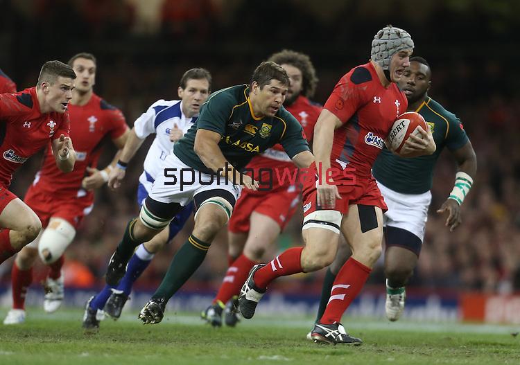 Springbok flanker Willem Alberts chases Wales center Jonathan Davies.<br /> <br /> 2013 Dove Men Series<br /> Wales v South Africa<br /> Millennium Stadium<br /> 09.11.13<br /> ©Steve Pope-Sportingwales