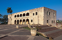 Dominikanische Republik, Alcazar de Colon an der Plaza de la Hispanidad in Santo Domingo, erbaut 1509-1514