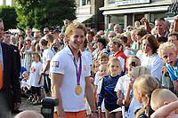 TURNEN: LEMMER: centrum Lemmer, 17-08-2012, Huldiging Olympisch kampioen, Epke Zonderland met z'n gouden medaille bij zijn jongste fans, ©foto Martin de Jong