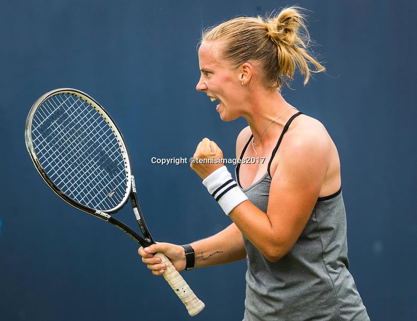Den Bosch, Netherlands, 13 June, 2017, Tennis, Ricoh Open, Richel Hogenkamp (NED) celebraties her win over Minella (LUX)<br /> Photo: Henk Koster/tennisimages.com