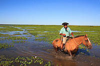 In the heart of the delta, on a lagoon, the horse remains the only way of getting about. Like many of his colleagues, this gaucho lives year-round on the island, with his wife and children, taking care of Carlos' horses.