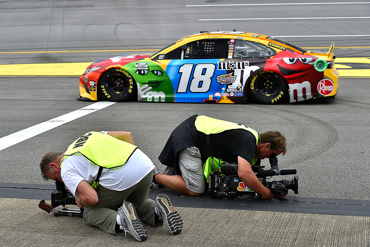 #18: Kyle Busch, Joe Gibbs Racing, Toyota Camry M&M's and network television camera men