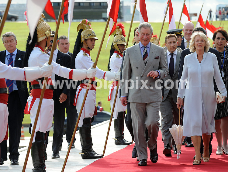 **ALL ROUND PICTURES FROM SOLARPIX.COM**.**SYNDICATION RIGHTS FOR UK ONLY**.Prince Charles and Camilla Parker Bowles, Duchess of Cornwall, are welcomed to Brazil by brazilian Senate President, Jose Sarney, and Deputies Chambres President, Michel Temer, as they arrive for their official visit to Brazil. ..This pic: Prince Charles and Camilla Parker Bowles..JOB REF: 8645 PRT (Pozzebom/ABR)    .DATE: 11_03_2009.**MUST CREDIT SOLARPIX.COM OR DOUBLE FEE WILL BE CHARGED**.**ONLINE USAGE FEE GBP 50.00 PER PICTURE - NOTIFICATION OF USAGE TO PHOTO @ SOLARPIX.COM**.**CALL SOLARPIX : +34 952 811 768 or LOW RATE FROM UK 0844 617 7637**