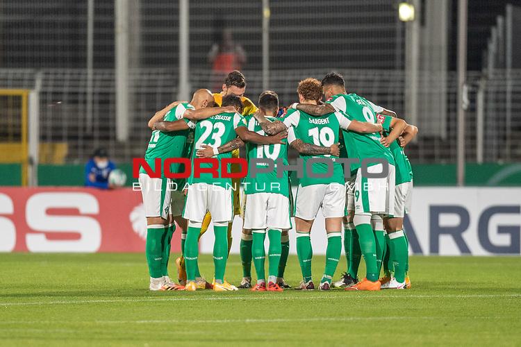 12.09.2020, Ernst-Abbe-Sportfeld, Jena, GER, DFB-Pokal, 1. Runde, FC Carl Zeiss Jena vs SV Werder Bremen<br /> <br /> <br /> Werder Bremen Mannschaftskreis<br /> <br /> Jiri Pavlenka (Werder Bremen #01)<br /> Leonardo Bittencourt  (Werder Bremen #10)<br /> Yuya Osako (Werder Bremen #08)<br /> Maximilian Eggestein (Werder Bremen #35)<br /> Ludwig Augustinsson (Werder Bremen #05)<br /> Pattrick Erras (Werder Bremen Neuzugang #29)<br /> Ömer / Oemer Toprak (Werder Bremen #21)<br /> Theodor Gebre Selassie (Werder Bremen #23)<br /> Joshua Sargent (Werder Bremen #19)<br /> Tahith Chong (Werder Bremen #22)<br /> Niklas Moisander (Werder Bremen #18 Kapitaen)<br /> <br /> <br /> <br /> <br /> vor dem Spiel<br /> <br /> <br /> Foto © nordphoto / Kokenge