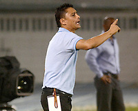 BARRANQUIILLA -COLOMBIA-15-05-2015: Giovanni Hernandez técnico de Uniauntónoma gesticula durante el encuentro con Once Caldas durante partido por la fecha 20 de la Liga Aguila I 2015 jugado en el estadio Metropolitano de la ciudad de Barranquilla./ Giovanni Hernandez coach of Uniautonoma gestures during the match against Once Caldas during match valid for the 20th date of the Aguila League I 2015 played at Metropolitano stadium in Barranquilla city.  Photo: VizzorImage/Alfonso Cervantes/Cont