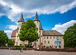 Deutschland, Bayern, Untergranken, Main-Spessart, Lohr am Main: das Lohrer Schloss, auch Kurmainzer Schloss genannt, ist eine denkmalgeschuetzte Schlossanlage, in der heute das Spessartmuseum untergebracht ist | Germany, Bavaria, Lower Franconia, Main-Spessart, Lohr am Main: Lohr castle housing the Spessart Museum