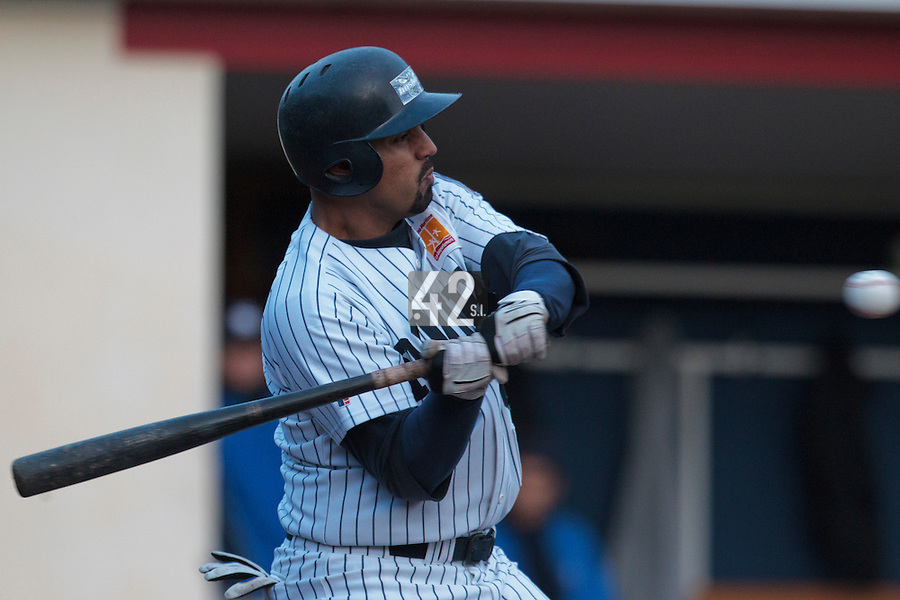 23 October 2010: Keino Perez of Rouen makes contact during Savigny 8-7 win (in 12 innings) over Rouen, during game 3 of the French championship finals, in Rouen, France.