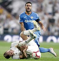 Real Madrid's Toni Kroos (d) injured and Getafe CF's Jorge Molina during La Liga match. August 19,2018.  *** Local Caption *** © pixathlon<br /> Contact: +49-40-22 63 02 60 , info@pixathlon.de