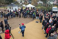 """Am Samstag den 25. Januar 2020 versammelten sich ca. 60 Menschen in der brandenburgischen Ortschaft Gruenheide um fuer die geplante Ansiedlung des Automobilherstellers Tesla mit einer sog. """"Gigafactory"""" zu demonstrieren.<br /> 25.1.2020, Gruenheide<br /> Copyright: Christian-Ditsch.de<br /> [NUR FUER REDAKTIONELLE ZWECKE! Werbung nur auf Anfrage beim Fotografen. Inhaltsveraendernde Manipulation des Fotos nur nach ausdruecklicher Genehmigung des Fotografen. Vereinbarungen ueber Abtretung von Persoenlichkeitsrechten/Model Release der abgebildeten Person/Personen liegen nicht vor. NO MODEL RELEASE! Don't publish without copyright Christian-Ditsch.de, Veroeffentlichung nur mit Fotografennennung, sowie gegen Honorar, MwSt. und Beleg. Konto: I N G - D i B a, IBAN DE58500105175400192269, BIC INGDDEFFXXX, Kontakt: post@christian-ditsch.de<br /> Bei der Bearbeitung der Dateiinformationen darf die Urheberkennzeichnung in den EXIF- und  IPTC-Daten nicht entfernt werden, diese sind in digitalen Medien nach §95c UrhG rechtlich geschuetzt. Der Urhebervermerk wird gemaess §13 UrhG verlangt.]"""