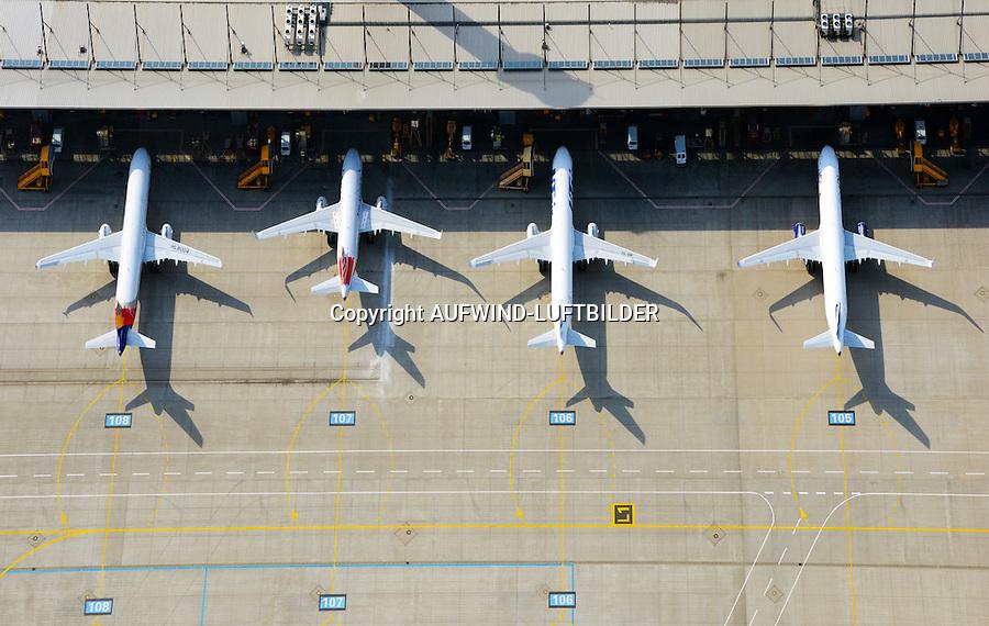 Auslieferung Airbus A318, A319 in Finkenwerder : EUROPA, DEUTSCHLAND, HAMBURG, FINKENWERDER, (EUROPE, GERMANY), 28.09.2014: Werksgelaende des Airbus Produktionsstandortes Hamburg Finkenwerder. Vier neue Flugzeuge der Airbusfamilie stehen zur Auslieferung.