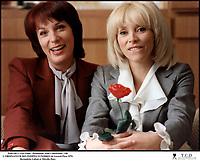 Prod DB © Lira Films - Produzioni Atlas Consorziate / DR<br /> L'ORDINATEUR DES POMPES FUNEBRES (L'ORDINATEUR DES POMPES FUNEBRES) de Gerard Pires 1976 FRA./ITA.<br /> avec Bernadette Lafont et Mireille Darc<br /> copine, rire, rose rouge<br /> d'apres le roman de Walter Kempley<br /> scenario de Jean-Patrick Manchette