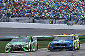 #18: Kyle Busch, Joe Gibbs Racing, Toyota Camry Interstate Batteries and #21: Paul Menard, Wood Brothers Racing, Ford Mustang Menards / Dutch Boy