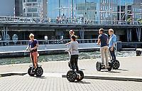 Nederland Amsterdam 2015 07 18 . Mensen rijden op een Segway in Amsterdam