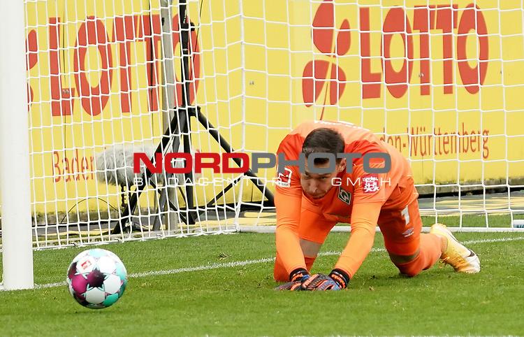 17.10.2020, Schwarzwald Stadion, Freiburg, GER, 1.FBL, SC Freiburg vs SV Werder Bremen<br /><br />im Bild / picture shows<br />Torwart Jiri Pavlenka (Bremen)<br /><br />Foto © nordphoto / Bratic<br /><br />DFL REGULATIONS PROHIBIT ANY USE OF PHOTOGRAPHS AS IMAGE SEQUENCES AND/OR QUASI-VIDEO.