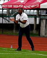 MANIZALES-COLOMBIA, 14–10-2020: Huberth Bodhert, tecnico de Once Caldas, gesticula durante partido de la fecha 14 entre Once Caldas y Cucuta Deportivo, por la Liga BetPlay DIMAYOR 2020, jugado en el estadio Palogrande de la ciudad de Manizales. / Huberth Bodhert, coach of Once Caldas gestures during match of 14th date between Once Caldas and Cucuta Deportivo, for the BetPlay DIMAYOR Leguaje 2020 played at the Palogrande Stadium in Manizales city. / Photo: VizzorImage / JJ Bonilla / Cont.