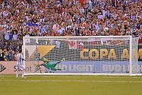 Action photo duringthe match Argentina vs Chile corresponding to the Final of America Cup Centenary 2016, at MetLife Stadium.<br /> <br /> Foto durante al partido Argentina vs Chile cprresponidente a la Final de la Copa America Centenario USA 2016 en el Estadio MetLife , en la foto:Penal fallado deLionel Messi de Argentina<br /> <br /> 26/06/2016/MEXSPORT/ISAAC ORTIZ