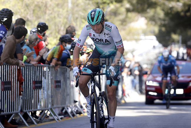 Ide Schelling (NED) Bora-Hansgrohe climbs during Stage 7 of the 100th edition of the Volta Ciclista a Catalunya 2021, running 133km from Barcelona to Barcelona, Spain. 28th March 2021.   <br /> Picture: Bora-Hansgrohe/Luis Angel Gomez/BettiniPhoto | Cyclefile<br /> <br /> All photos usage must carry mandatory copyright credit (© Cyclefile | Bora-Hansgrohe/Luis Angel Gomez/BettiniPhoto)