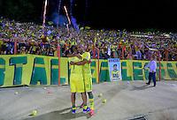 BUCARAMANGA, COLOMBIA - 27-11-2015: Jugadores y cuerpo técnico del Atlético Bucaramanga celebran el paso de su equipo a la primera división del fúbol colombiano Liga Aguila, después de siete años en la B, después de ganar 1-0  a Universitario de Popayán en partido de la fecha 5 del cuadrangular final del torneo Aguila jugado en el estadio Alfonso López de Bucaramanga./ Players and coaches of Atletico Bucaramanga celebrate the ascent of his team to the first division of professional Colombian soccer Liga Aguila fúbol, after seven years in the B, after defeated by score of 1-0 goal to Universitario of Popayán in a match of the date 5 of Aguila Tournament 2015 played at Alfonso Lopez stadium in Bucaramanga. Photo:VizzorImage / Duncan Bustamante / Cont