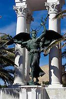Kriegerdenkmal vor Zitadelle in Calvi, Korsika, Frankreich