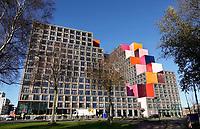 Nederland -  Amsterdam -  2020. Zuid-Oost. Gebouw Our Domain. Het ontwerp is van OZ Architects uit Amsterdam. Het eerste gebouw, met studio's en appartementen in de sociale huur en vrije sector, is voor de helft verhuurd aan studenten en voor de andere helft aan jonge professionals. De eerste bewoners zijn hier afgelopen zomer komen wonen. Jongeren uit Zuidoost kregen voorrang bij de inschrijving.  Foto : ANP/ HH / Berlinda van Dam