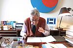 Milano, Enzo Bettiza nel suo studio, Enzo Bettiza in his office © Fulvia Farassino