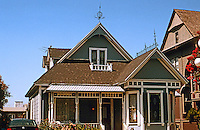 Los Angeles: Queen Anne Cottage. 1324 Carroll Ave., Angelino Heights, 1887-88. Photo '04.