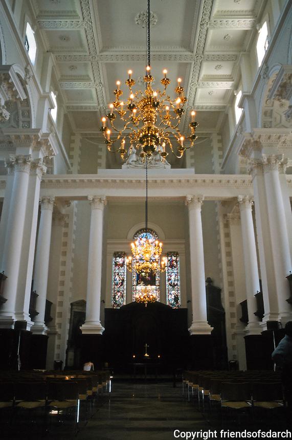 Nicholas Hawksmoor: Christ Church, Spitafields. Nave and altar. Photo '05.