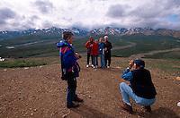 USA, Alaska, Besucher im Denali Nationalpark