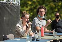 Pressekonferenz nach einem Treffen der Fridays for future-Aktivistinnen Greta Thunberg aus Schweden und Luisa Neubauer aus Deutschland mit Bundeskanzlerin Angela Merkel am Donnerstag den 20. August 2020.<br /> Im Bild vlnr.: Adelaide Charlier (Belgien); Moderation: Louis Motaal (Deutschland)<br /> 20.8.2020, Berlin<br /> Copyright: Christian-Ditsch.de<br /> NUR FUER REDAKTIONELLE ZWECKE! Werbung nur auf Anfrage beim Fotografen. [Inhaltsveraendernde Manipulation des Fotos nur nach ausdruecklicher Genehmigung des Fotografen. Vereinbarungen ueber Abtretung von Persoenlichkeitsrechten/Model Release der abgebildeten Person/Personen liegen nicht vor. NO MODEL RELEASE! Don't publish without copyright Christian-Ditsch.de, Veroeffentlichung nur mit Fotografennennung, sowie gegen Honorar, MwSt. und Beleg. Konto: I N G - D i B a, IBAN DE58500105175400192269, BIC INGDDEFFXXX, Kontakt: post@christian-ditsch.de<br /> Bei der Bearbeitung der Dateiinformationen darf die Urheberkennzeichnung in den EXIF- und  IPTC-Daten nicht entfernt werden, diese sind in digitalen Medien nach §95c UrhG rechtlich geschuetzt. Der Urhebervermerk wird gemaess §13 UrhG verlangt.]